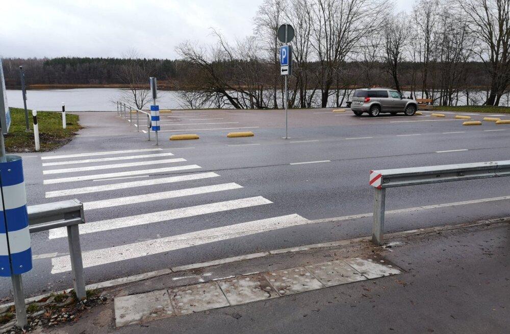 В Нарве на улице Йыэсуу появился пешеходный переход