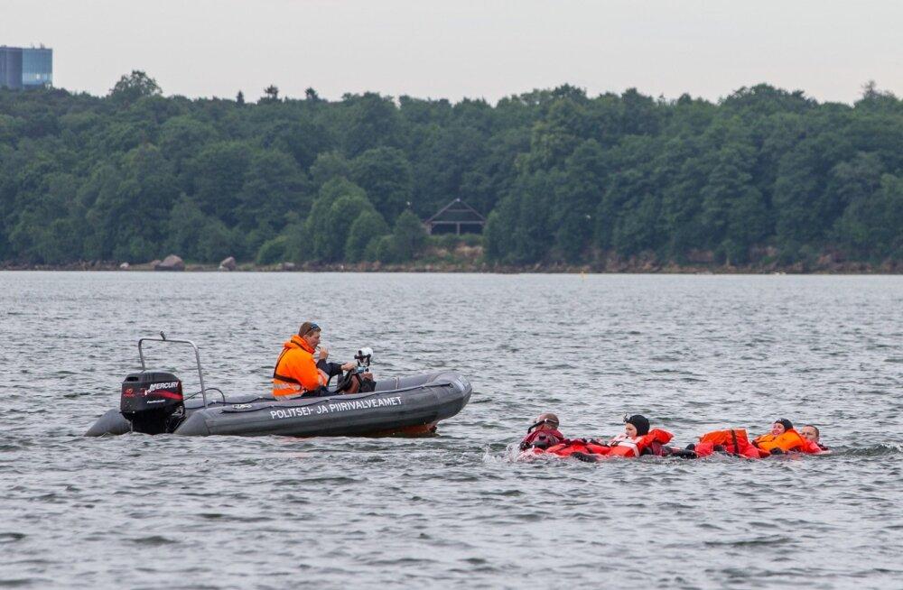 Следите за детьми! Береговые охранники спасли девочку и пожилого мужчину