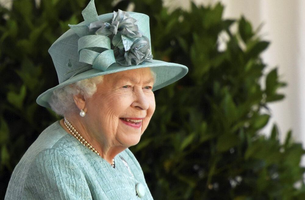 Без семьи и без парада. День рождения Елизаветы II впервые отметили в особом порядке