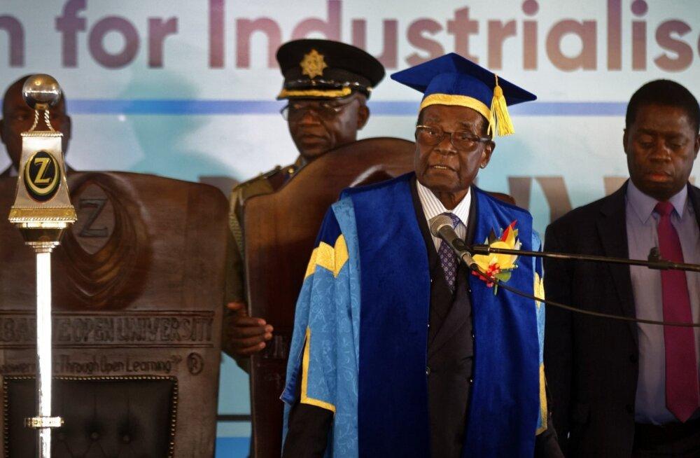 Zimbabwe taandumast keelduv president Mugabe ilmus ülikooli lõputseremooniale