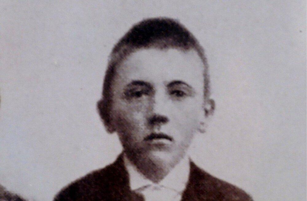 Ajaloolane: Hitleri vanem vend oli tegelikult noorem ja elas vaid mõne päeva
