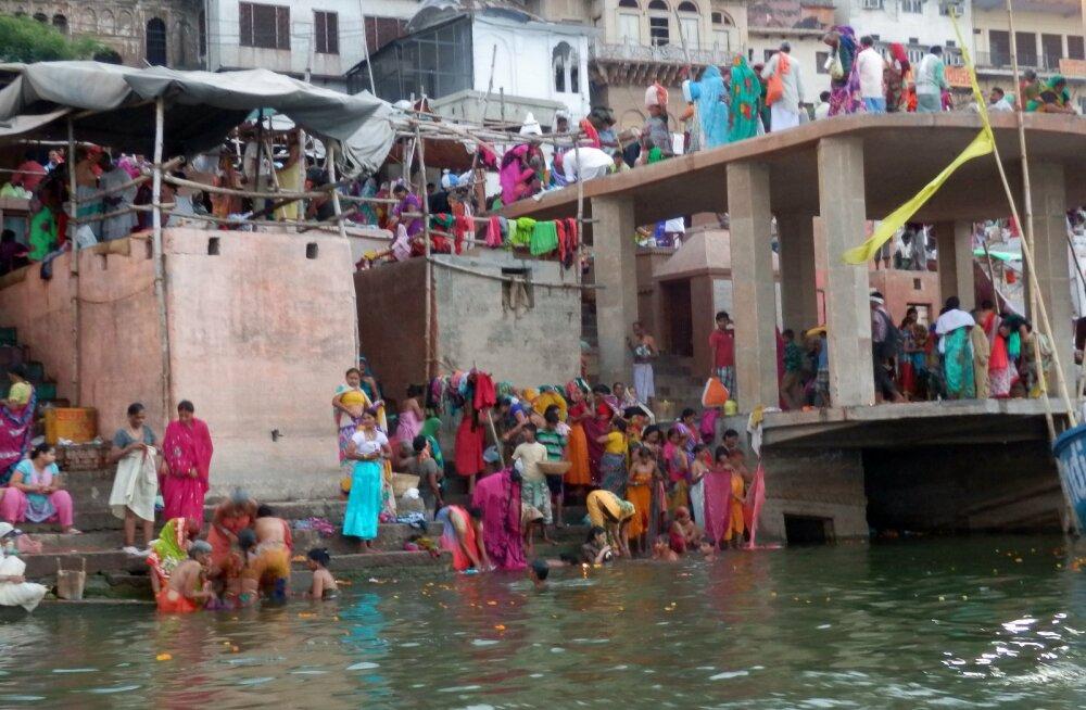 Rännak Indiasse Himaalaja jalamile, 2. osa: hipilik Varanasi hotell ja võimsad tseremooniad Gangese kaldal