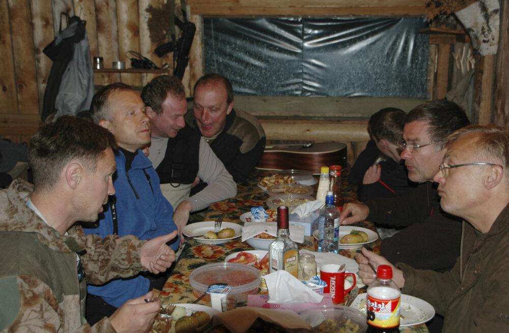 FOTO   Läti keskpanga juht ja Vene sõjariistade firma juht lõõgastuvad sõbralikult koos