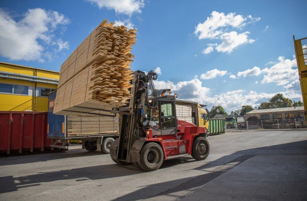 Aina rohkem metsa läheb ekspordiks saematerjalina. Pildil Stora Enso Imavere saeveski