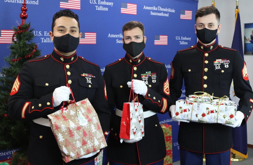 ФОТО   Сотрудники Посольства США передали подарки силламяэским детям в день православного Рождества