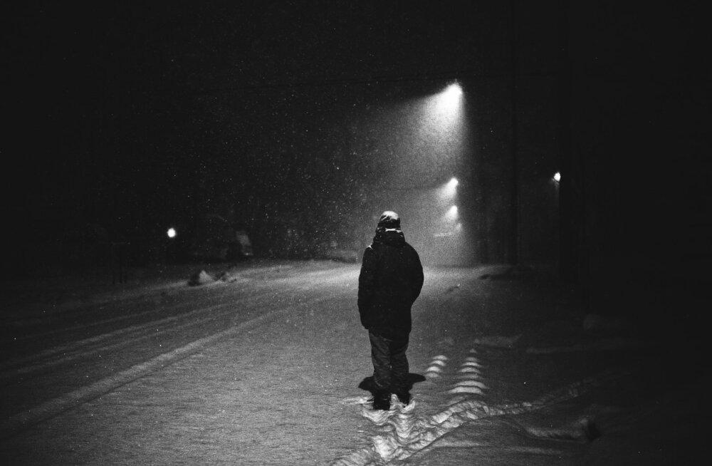 Õudne! Mees jälitas pikalt pimedal tänaval kõndivat naist ja hirmutas ta tõsiselt ära. Aga tal oli selleks väga hea põhjus!