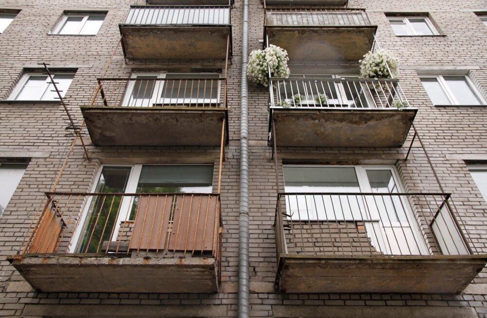 imeyut-muzhik-visit-na-balkone-foto