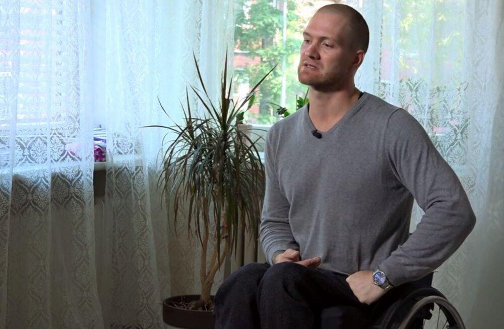 VIDEOLUGU | Pealtnägija: nelja lapse isa õnnetu kukkumine lõppes tõsise seljavigastusega. Nüüd otsib ta abi Moskva haiglast