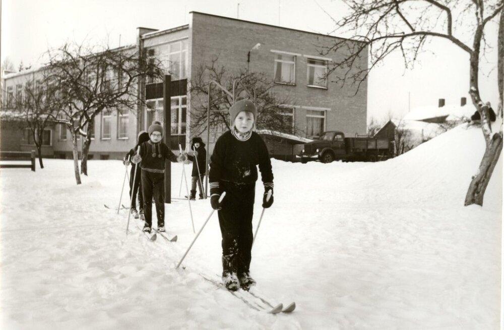 Lapsena õues: kõige keerulisem oli karupükstelt lume kloppimine