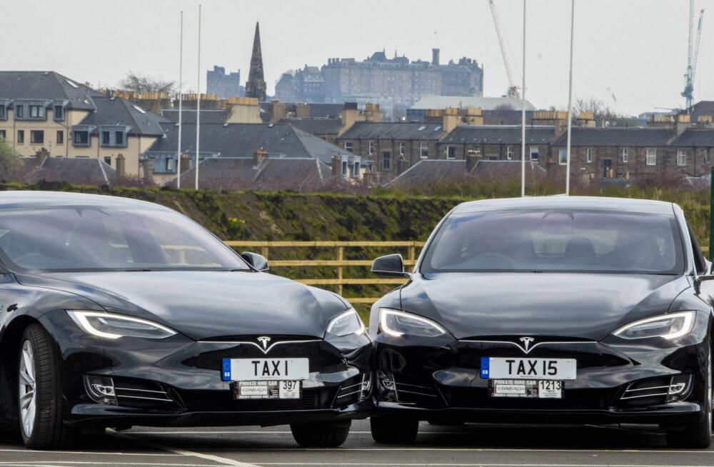 Tesla lubab 2020. aastaks miljonit robottaksot