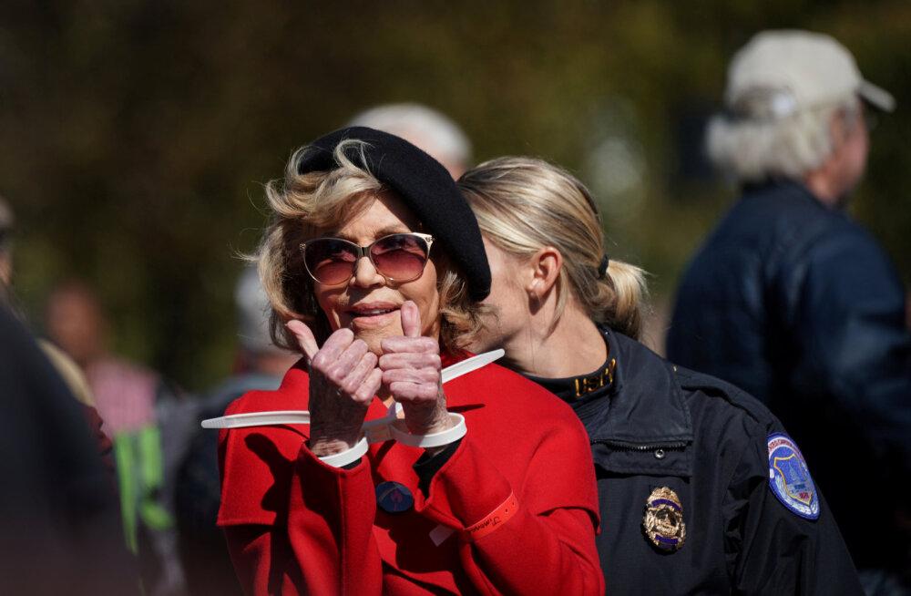FOTOD   81-aastane Jane Fonda hakkas kliimaprotestijaks, naisel pandi käed raudu ja ta viidi kongi