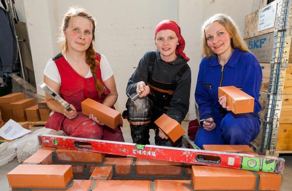 Diana Mägi, Hele-Tea Riik ja Veronika Kallaste täiendavad pottseppade mehiseid ridu.