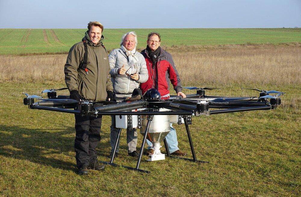 Sakslased leiutasid väetise põllule laotamiseks suure drooni