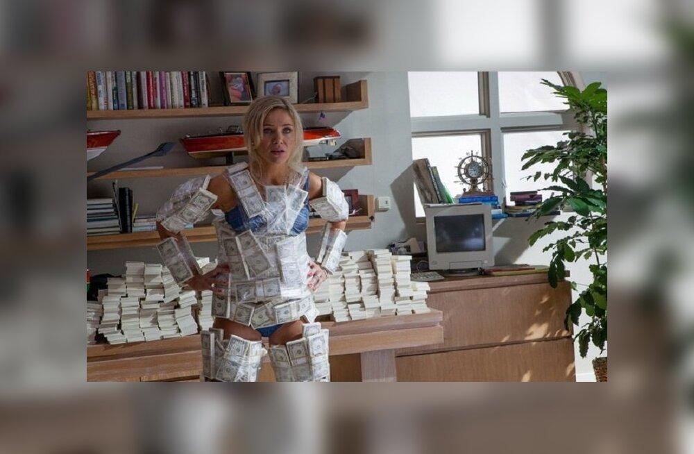 Туристка попыталась ввезти в Грецию два миллиона евро под одеждой и в багаже