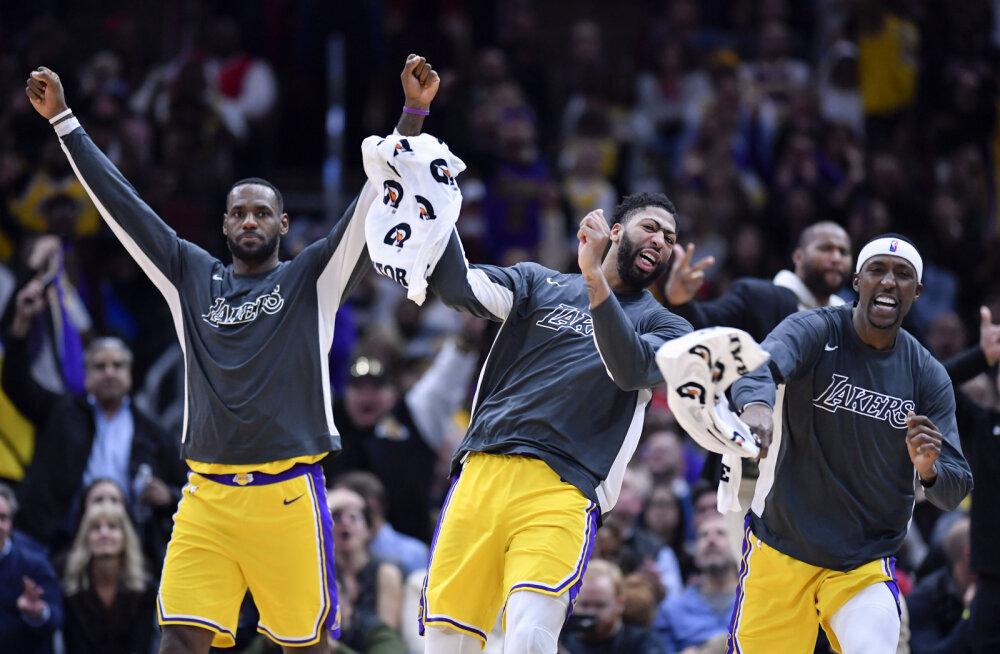 VIDEO | Lakers pööras suure kaotusseisu Bullsi vastu võiduks, Jamesilt kolmas järjestikune kolmikduubel