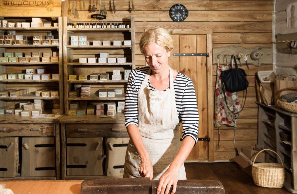Heli Hahndorf, kaks käsitööpoodi Hiiumaal, Maakodu