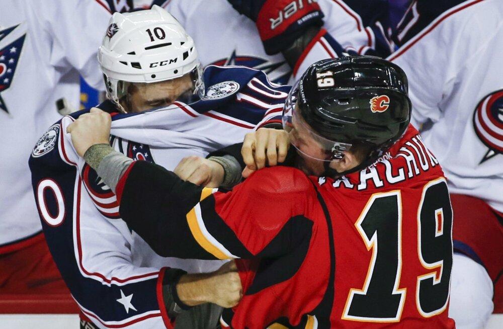 VIDEO: NHL-is puhkes kaklus vaid 53 sekundit pärast lahtiviset
