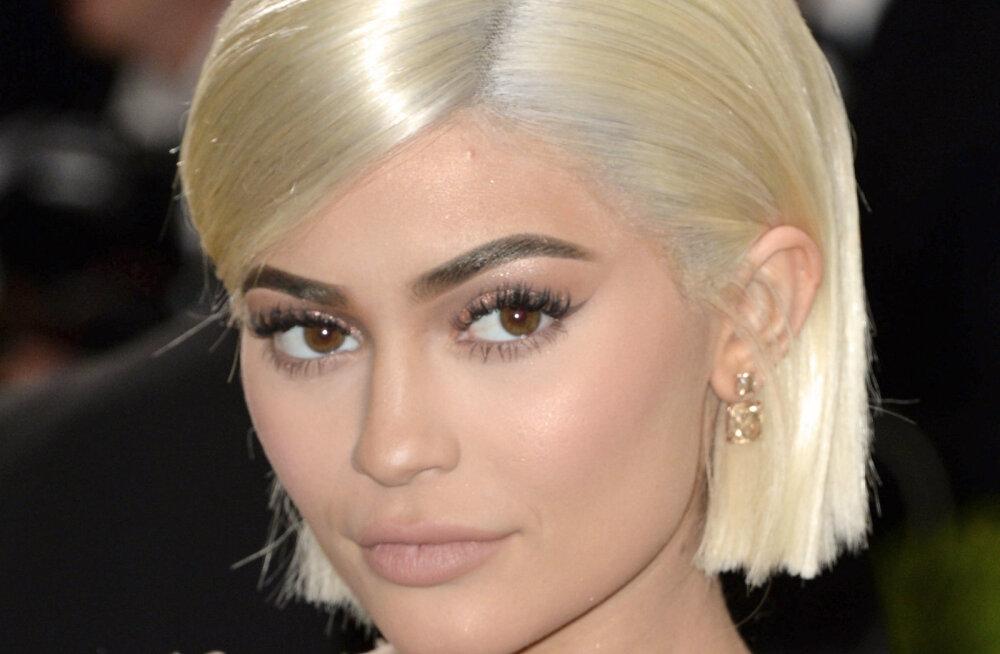 KUUMAD KLÕPSUD | Seksikas emme Kylie Jenner välgutas kuuma bikiinikeha