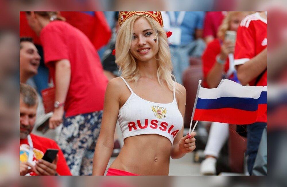 Pilkupüüdev Venemaa naisfänn MM-il.