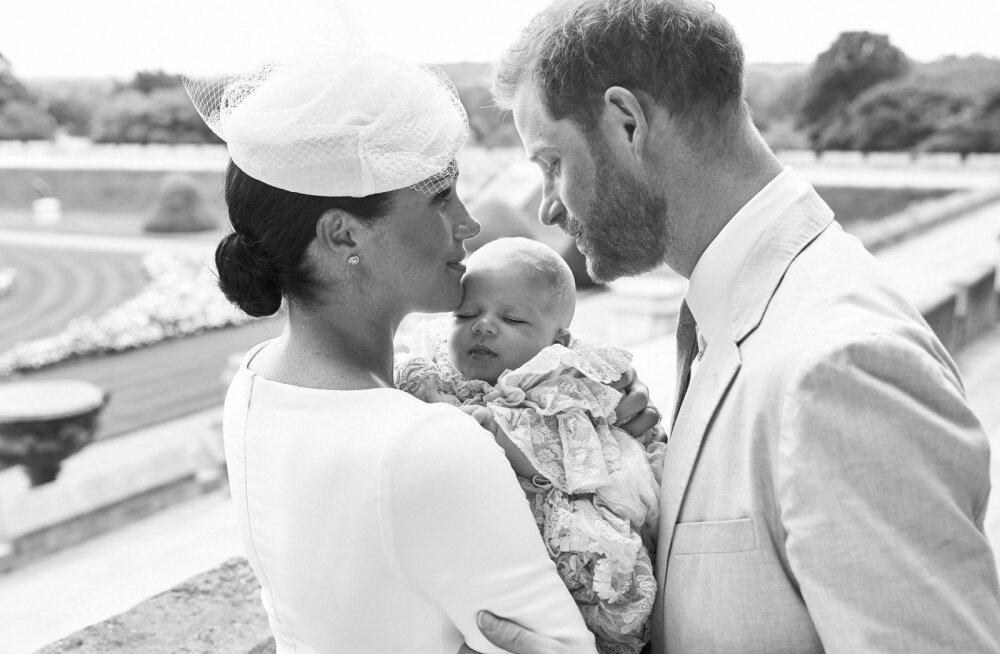 Armsad kaadrid: Prints Harry ja Meghan Markle poseerivad pisipojaga värsketel fotodel