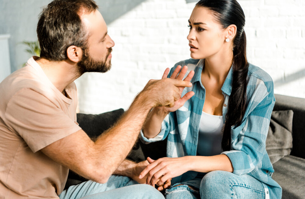 Ohumärgid paarisuhtes: kui sinu kallim käitub nii, siis tasub sellele suhtele kiiresti punkt panna