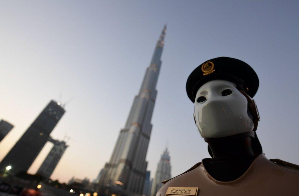 Tõeline Robocop: Dubai tänavail töötab nüüd maailma esimene robotist patrullpolitseinik