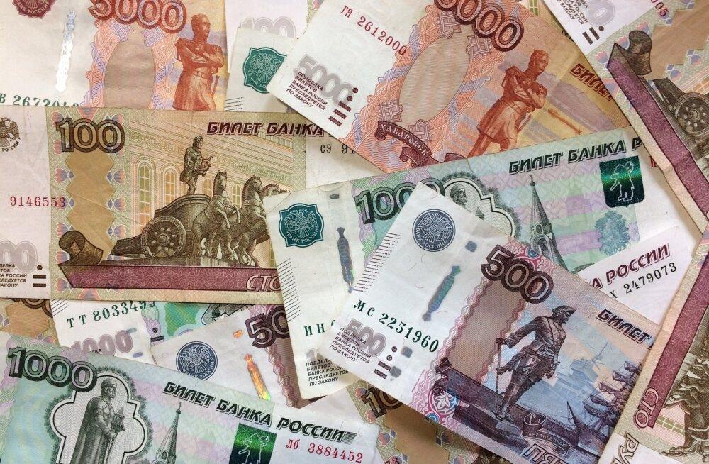 Курс евро к рублю взлетел до 82 рублей за евро после обрушения мировых цен на нефть