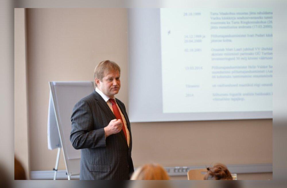 Ivari Padar andmas ajakirjanikele selgitusi seoses Tartu Agro juhtumiga