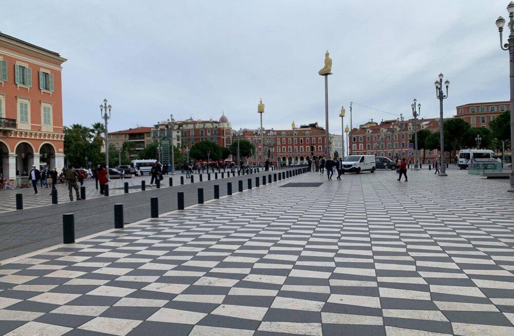FOTOD | Nice'i roimapaiga lähedal elav eestlane: valitseb hirm ja närvilisus, aga homme algava karantiini tõttu on inimesed endiselt väljas