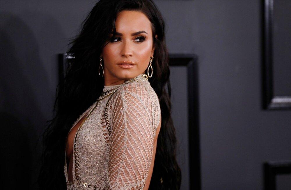 FOTO | Kaks kuud hiljem: Äärepealt surmava üledoosi võtnud Demi Lovato paistab rõõmus ja lõõgastunud