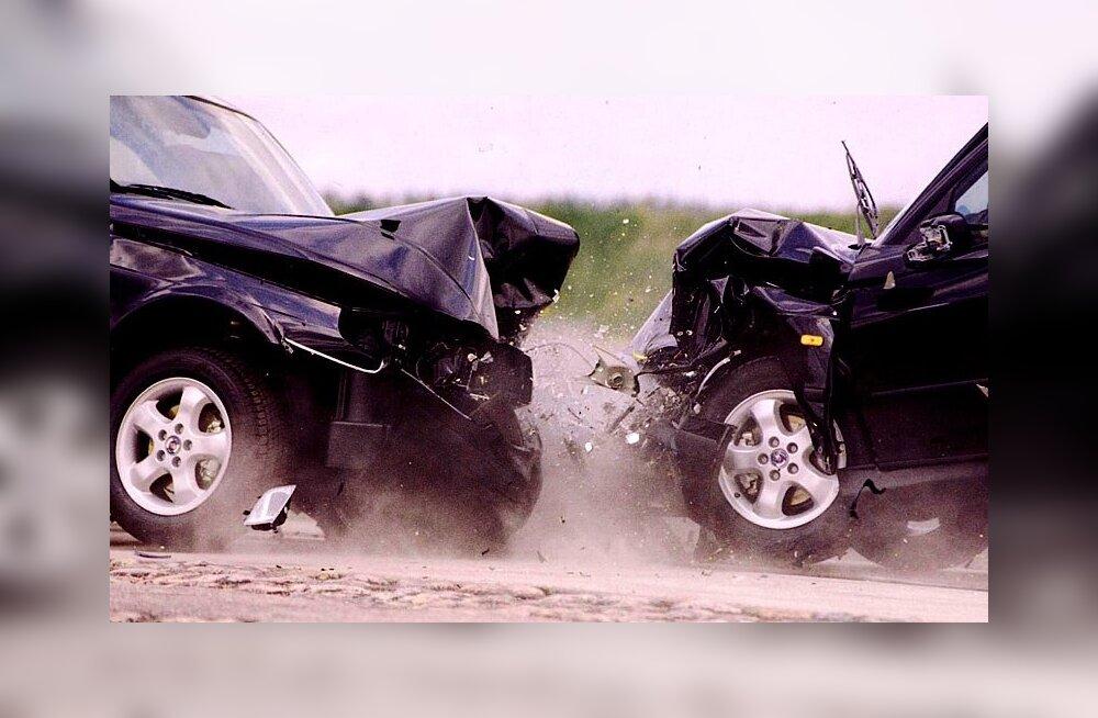 РЕЙТИНГ: Какие автомобили признаны самыми безопасными в 2012 году