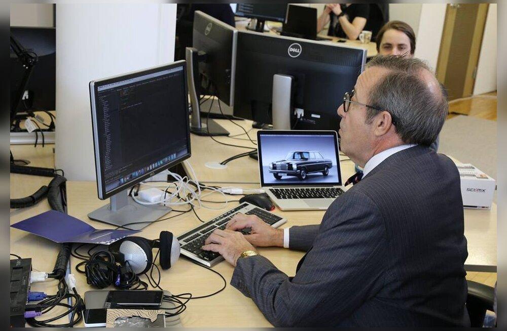 PÄEVA KLÕPS: Nostalgia! President Ilves tuletas ammuseid IT-guru aegu meelde ja pistis sõrmed programmikoodi