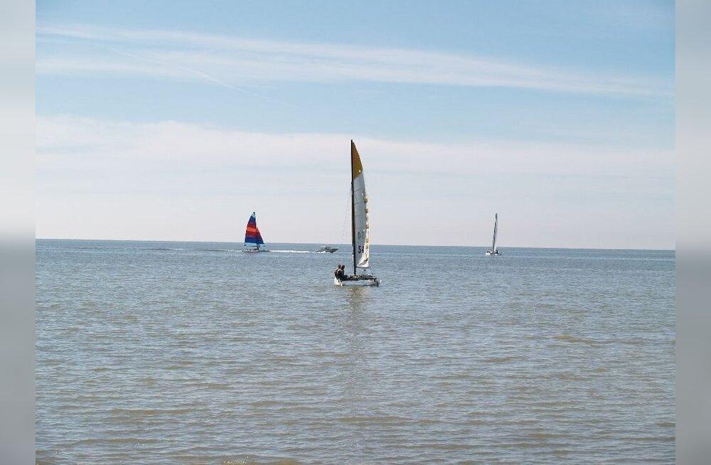Väinamere purjetamisvõistlusel läks katamaraan ümber