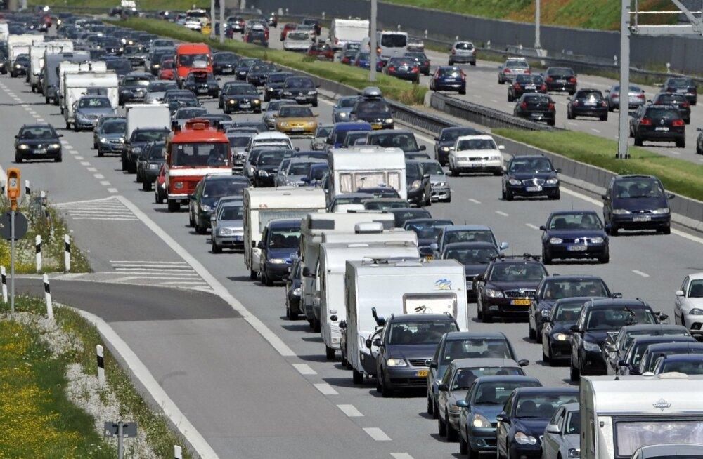 Saksamaal sattus bussi kuumuses üles öelnud kliimaseadme tõttu kümme noort haiglasse