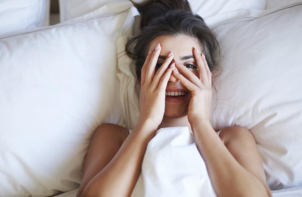 Veider või pigem mitte? Naise orgasm lõppeb iga kord hüsteerilise naerupahvakuga