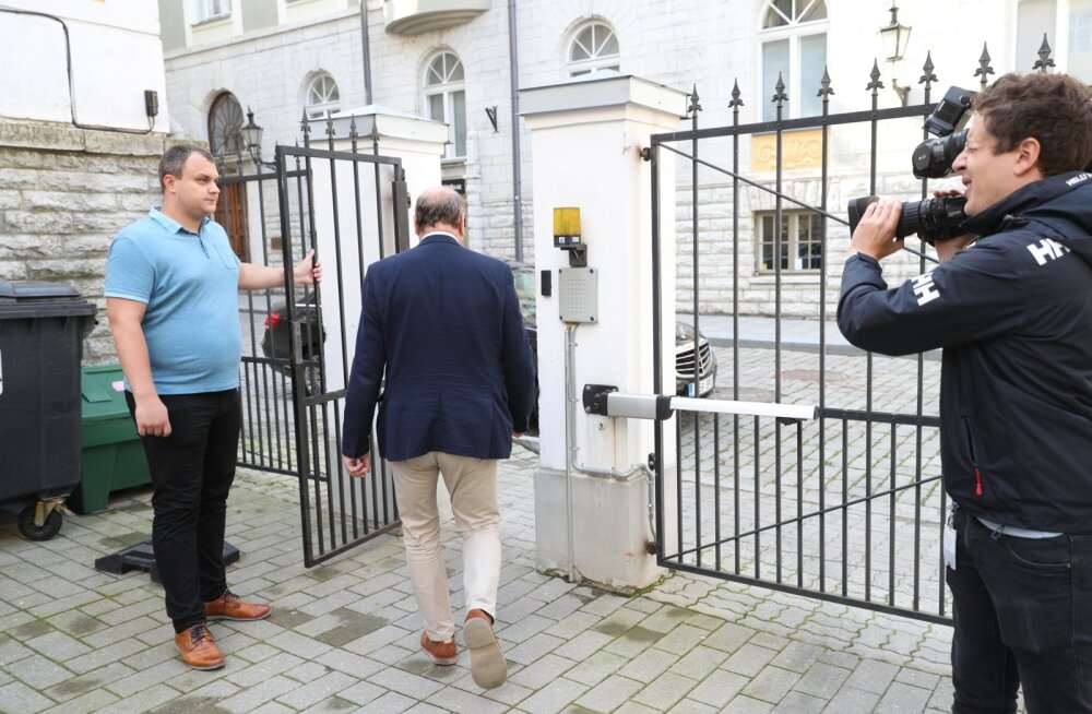 Mart Helme lahkumas siseministeeriumis toimunud kohtumiselt Elmar Vaheriga