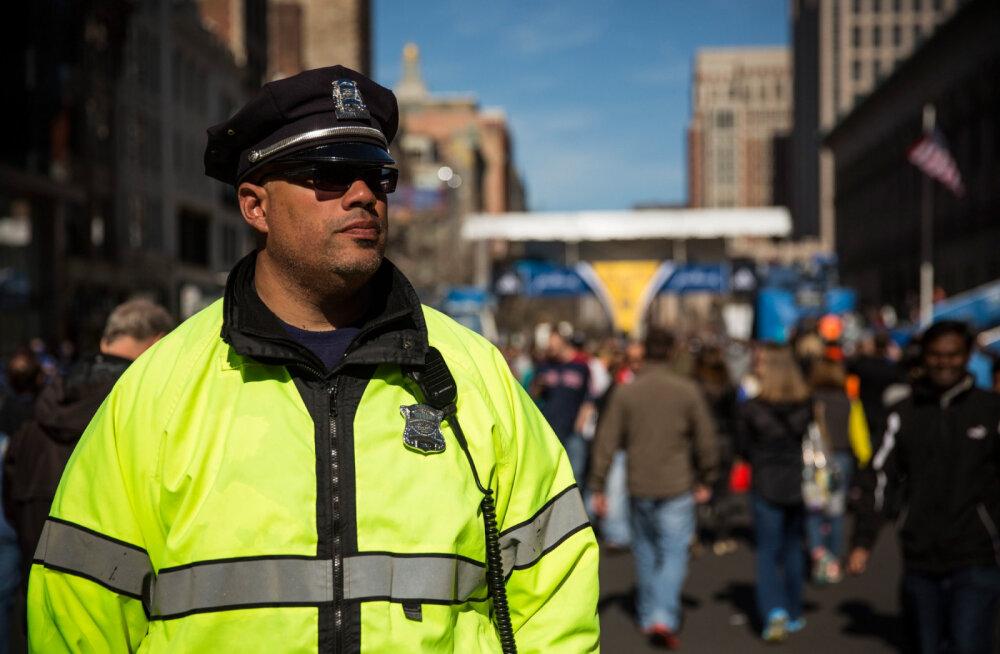 Kohtumiseni mõne päeva pärast! Politseinikud palusid pättidel kuumalaine ajal kuritegusid mitte teha