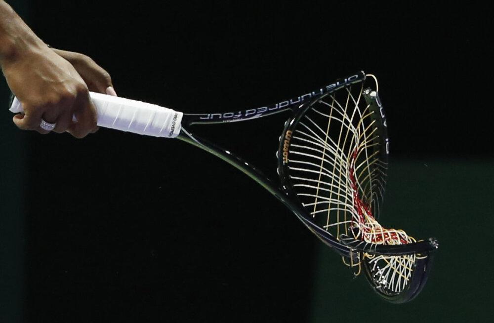 VIDEO | Wimbledoni kvalifikatsioonis põrunud tennisist lõhkus kõik oma viis reketit