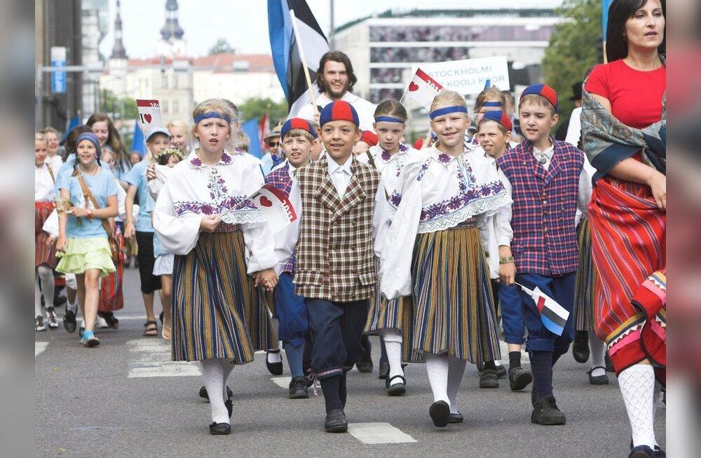 SUUR FOTOGALERII: Lauluväljakule suundunud rongkäigus osales kümneid tuhandeid peolisi