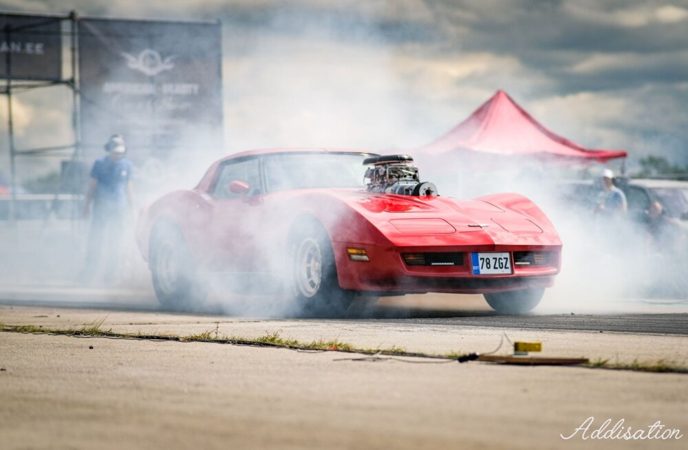 FOTOD | Kirevad värvid, kummivilin ja edevad autod: American Beauty Car Show kiirendusvõistlus pakkus vaatajatele rohkelt emotsioone