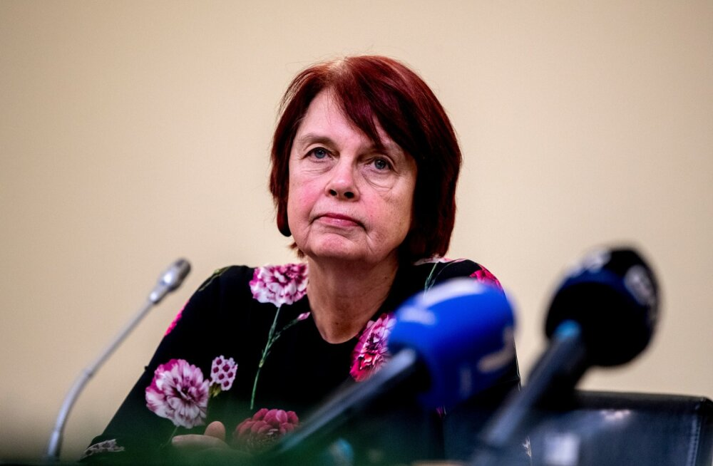 Irja Lutsar 24. märtsil esitlemas teadusnõukogu raportit.