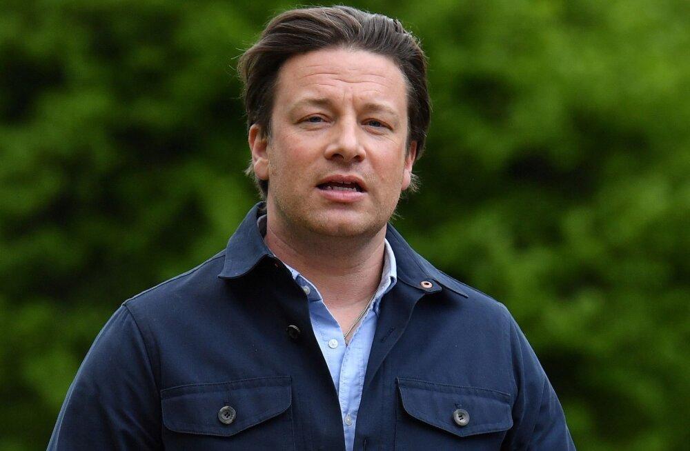 KLÕPS | Nii noored! Jamie Oliver tähistas pulma-aastapäeva südamlike piltidega