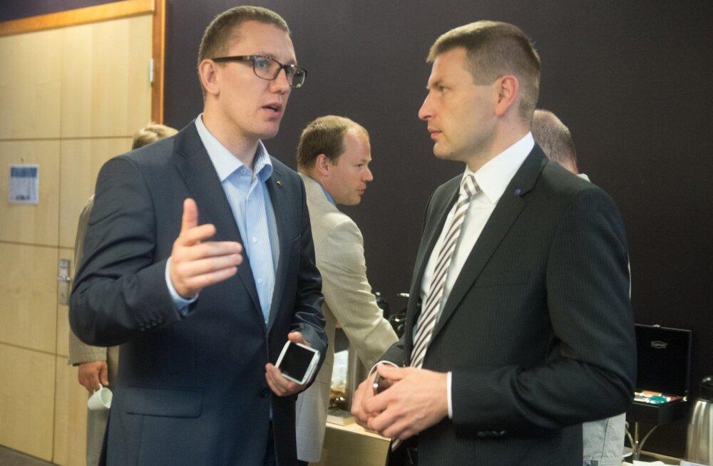 Kes on Reformierakonna uus juht? Mõned päevad enne valimisi on Kristen Michali (paremal) ja Hanno Pevkuri võidušansid üsna võrdsed.