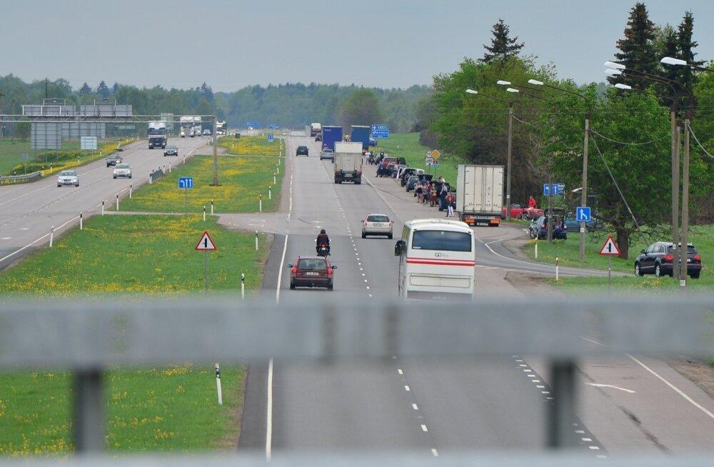 Исследование: Пярнуское шоссе изнывает от плотного движения грузовиков. Когда оно станет четырехрядным?