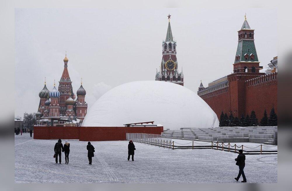 Lenini mausoleum on kapitaalremondis, muumia saab uue ülikonna