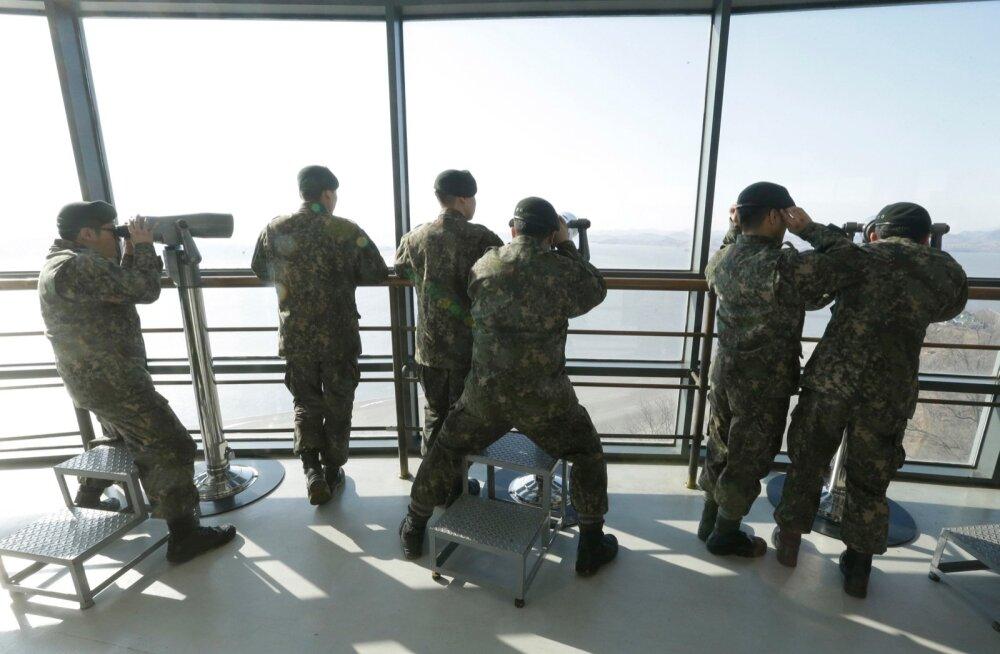 Lõuna-Korea armee viidi pärast presidendi tagandamist Põhja-Korea hirmus häireseisundisse