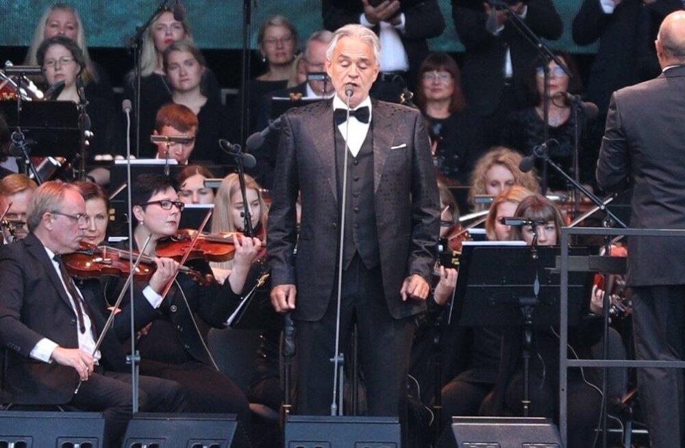 Turvatöötaja ja ratastoolis tüdruku vahel tekkis Andrea Bocelli kontserdil konflikt