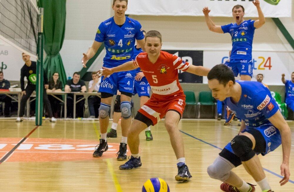 Eesti võrkpalli meistrivõistluste teises finaalmängus alistas Pärnu VK Tallinna Selveri Audentese spordihallis 3:1 ja juhib nelja võiduni mängitavat seeriat 2:0