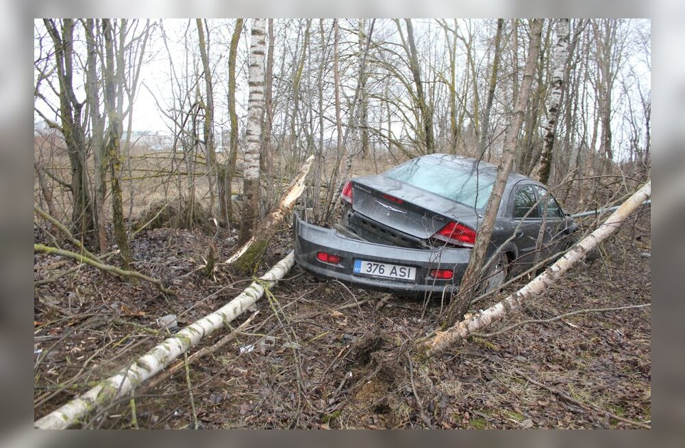FOTOD: Joobes juht sõitis Lasnamäel võssa