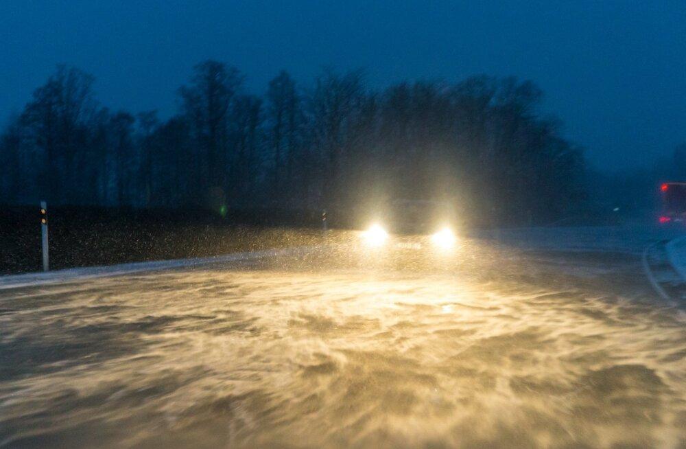 Hoiatus: õhtu toob kaasa lumesaju, tuisu ja tugeva tuule